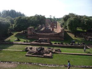 Pohľad na chrám Wat Racha Burana z jeho veže (prangu)