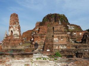 Centrálna stavba chrámu Wat Maha That