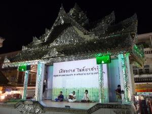 Na nočnom trhu v Chiang Rai nechýbajú kultúrne aktivity