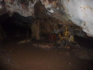 Jaskyňa v džungli - Nájdu sa aj Budhovia