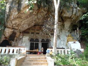 Pak Ou - Jaskyne so soškami Budhov - Vstup do spodnej jaskyne