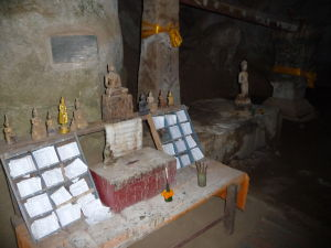 Pak Ou - Jaskyne so soškami Budhov