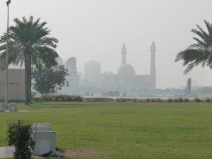 Promenáda Corniche - V diaľke Al Fatehova mešita