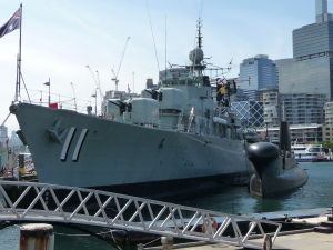 Vojenské plavidlo v prístave Darling Harbour
