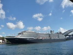 Luxusná loď v prístave pri Opere