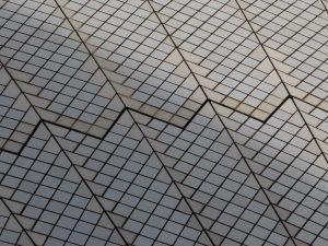 Detail dlaždíc na povrchu plachiet Opery