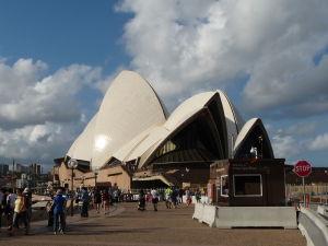 Pohľad na Operu z juhu