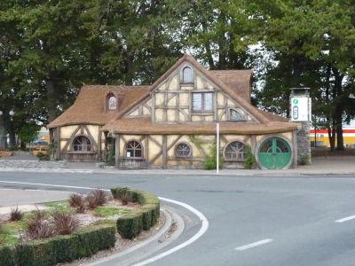 Turistické informačné centrum v Matamata je taktiež ladené na tolkienovský štýl