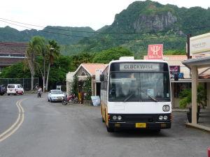 Autobus MHD na Rarotonge - Tento jazdí v smere hodinových ručičiek