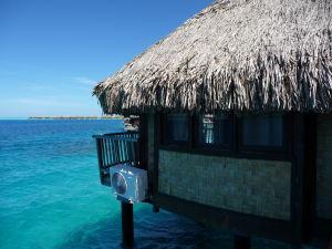Typické bungalovy nad morskou hladinou