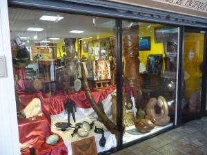 Papeete - Jeden z mnohých obchodov so suvenírmi