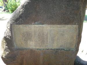 Pamätník misie lode Bounty - zoznam členov posádky s ich funkciou (za povšimnutie stojí meno mäsiara, ktorý sa volal Lamb - Jahňa)