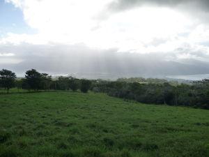 Vyhliadka Taravao - Vľavo a v strede dážď, vpravo slnečno
