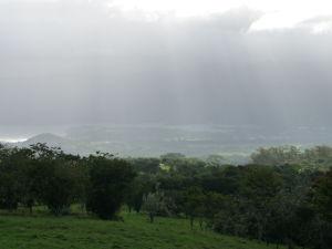 Vyhliadka Taravao - Pohľad na južnú polovicu ostrova Tahiti Nui v daždi