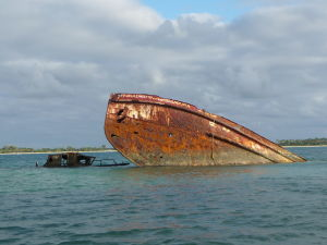 Potopený vrak na ostrovčeku Pangaimotu