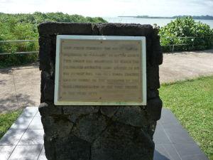 Pamätná tabuľa pripomínajúca pristátie lode Jamesa Cooka