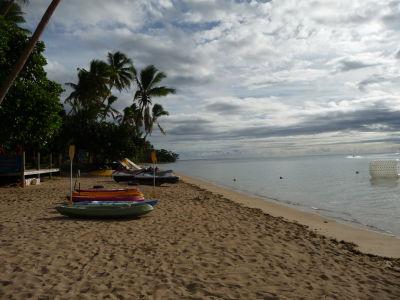 Pláž na ostrove Robinsona Crusoa