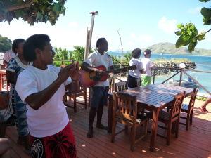 Uvítací výbor na ostrove Tavewa
