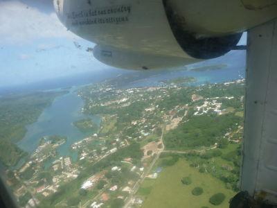Pohľad na hlavné mesto Vanuatu (Port Vila) z vtáčej perspektívy
