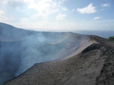 Okraj krátera sopky Yasur