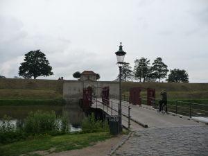 Pevnosť Kastellet - Jeden z vchodov cez vodnú priekopu