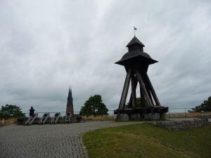 Uppsalský hrad - Delá namierené na Uppsalskú katedrálu