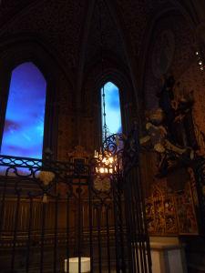Uppsalská katedrála - Moderná vychytávka - LCD monitory miesto okien