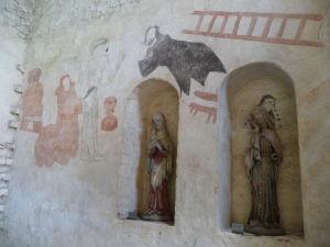 Fresky a drevené sochy v Kostole sv. Kríža v Hattule - fresky v stredoveku rozprávali biblické príbehy obyvateľstvu, ktoré bolo väčšinou analfabetmi