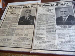 Ukážka novín zo dňa po smrti Brežneva a šéfa estónskej komunistickej strany - Oba texty sú prakticky zhodné, aby sa predišlo zbytočne opakovanému schvaľovaniu cenzorom