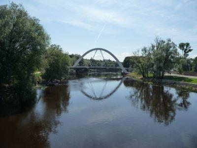 Rieka Emajõgi a Oblúkový most (Kaarsild)