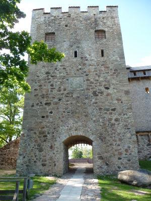 Zrekonštruovaná vstupná brána k hradu
