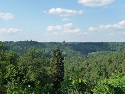 V diaľke vidieť ďalší hrad - Turiada
