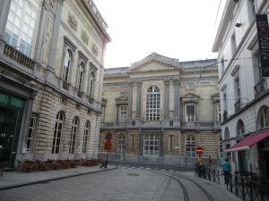 V uliciach Ghentu - vľavo budova opery