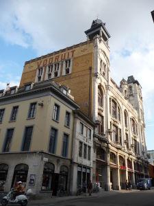 V uliciach Ghentu - budova Vooruit je centrom umenia, za ktorým začína campus Ghentskej univerzity