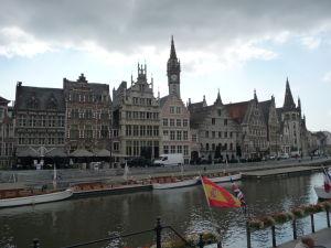 Ghent - plavba môže začať (pohľad na Graslei z Korenlei)