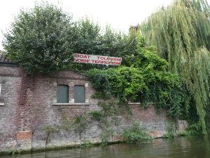 Ghent - plavba po kanáloch mesta - nie každý vodný turizmus víta