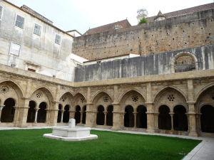 Coimbra - Ambit a nádvorie Starej katedrály