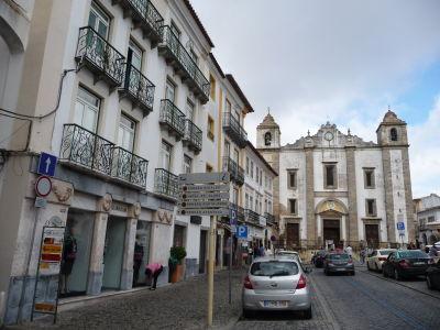 Hlavné námestie v Évore - Praça do Giraldo a Chrám sv. Antona