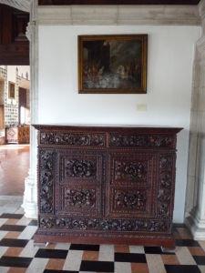 Interiéry paláca disponujú dobovým nábytkom