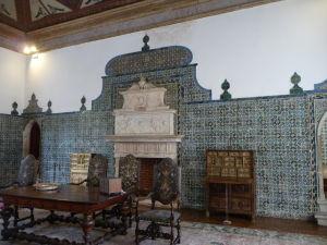 Niektoré miestnosti sú obloźené dlaždicami (azulejos)