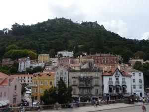 Pohľad z paláca na mesto Sintra a Maurský hrad