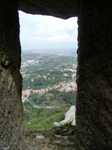 Takýto výhľad na okolitú krajinu mali obrancovia hradu