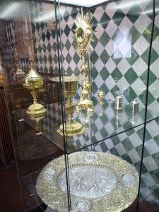 V paláci sa nachádzajú i expozície rôznych vzácnych objektov z obdobia monarchie