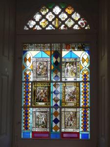 Jedna z mnohých vitráží