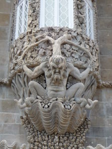 Sochárske umenie v paláci pripomína trošku dielo Gaudího