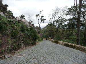Prístupová cesta k palácu (je možne absolvovať vláčikom)