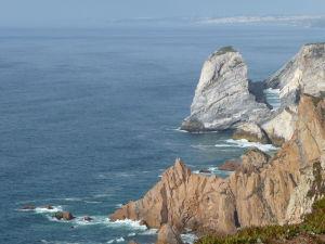 Strmé útesy Mysu Roca