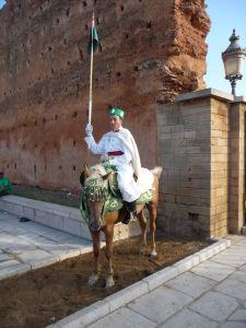 Jazdecká stráž pred Mauzóleom Mohameda V.