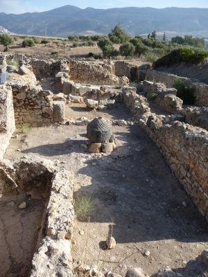 Ruiny rímskej vily so (zrejme) kameňom na mletie obilia