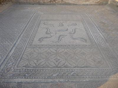 Dom Orfea - Mozaika s delfínmi, ktoré boli Rimanmi považované za zvieratá prinášajúce šťastie